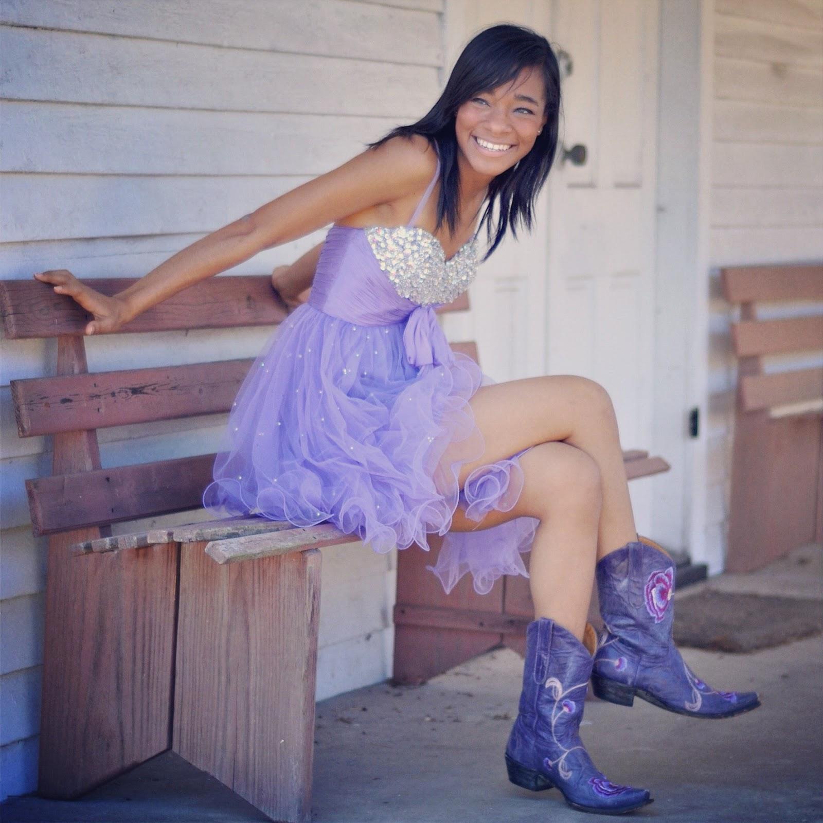 http://1.bp.blogspot.com/-U6JdOLy3P3Q/T8mZJlt2ayI/AAAAAAAAGS0/5Sn26q7ZoYg/s1600/Imaj-Purple-Dress-Boots.JPG