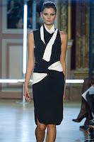 Елегантна черно-бяла рокля Rolend Мouret пролет-лято 2013