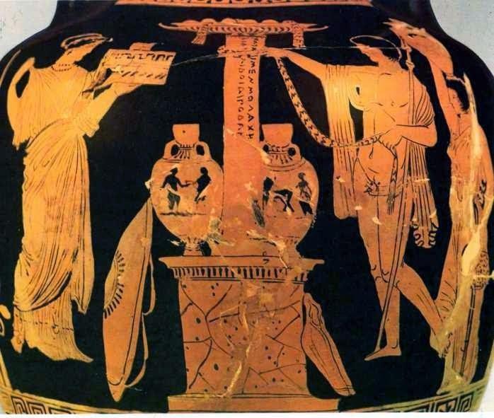 Η Αντιγόνη στον τάφο του Οιδίποδα. Λουκανικός αμφορέας του τύπου των Παναθηναϊκών, αρχές 4ου αι. π.Χ. Από τα αριστερά πλησιάζει στο ταφικό μνημείο του Οιδίποδα μια νέα, προφανώς η Αντιγόνη, φέροντας προσφορές. Μια ταινία προσφέρει και ο νέος από τα δεξιά, ο Πολυνείκης ίσως ή ακόμη και ο Ετεοκλής. Πίσω του ακολουθεί μια δούλα με υδρία στο κεφάλι. Το μνημείο αποτελείται από μία στήλη πάνω σ' ένα βάθρο. Δεξιά κι αριστερά της στήλης υπάρχουν δύο αμφορείς του τύπου των Παναθηναϊκών. Στη στήλη φαίνεται η επιγραφή (συμπληρωμένη από παράλληλο παράδειγμα): Νώτῳ μἐν μολόχην τε καὶ ἀσφόδελον πολύριζον κόλπῳ δ' Οἰδίποδαν Λάιον υἱὸν ἔχω. Παρίσι, Μουσείο του Λούβρου, CA 308