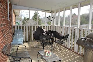 Screened-In Porch Makeover {rainonatinroof.com} #porch #makeover #summer
