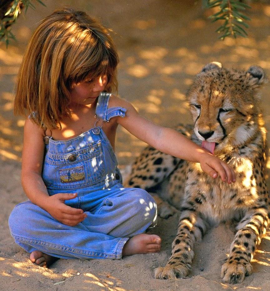 la niña que crecio con animales salvajes