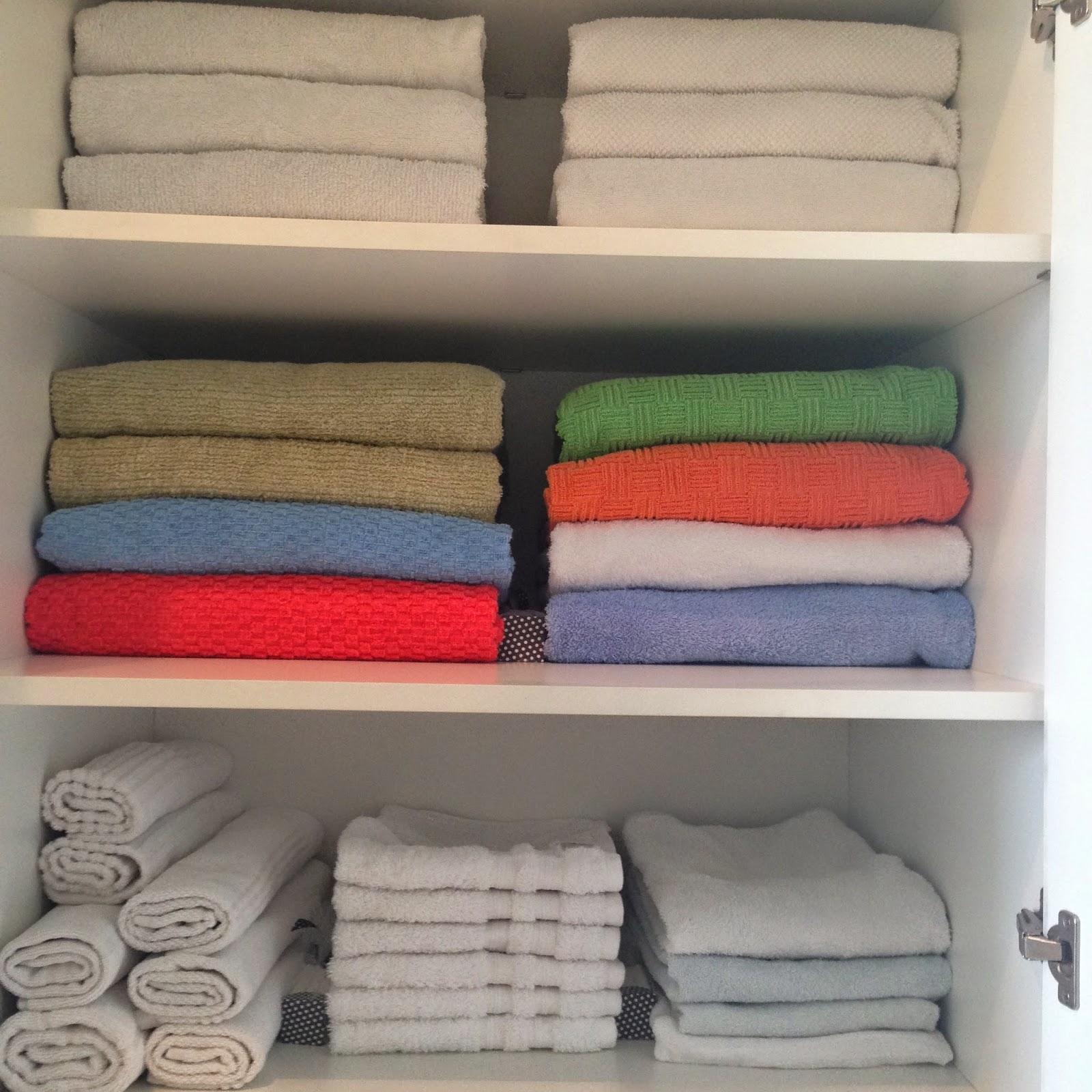 Na foto abaixo mostro como organizo minhas toalhas aqui em casa dá  #A32828 1600 1600