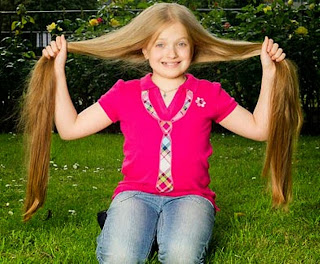 Model rambut panjang lurus mirip rapuncel