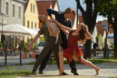 Reiner Feistel mit Tänzern auf dem Anger von Kötzschenbroda