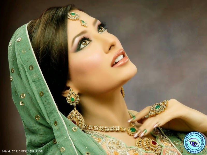 Mehwish Hayat Dressing Choice