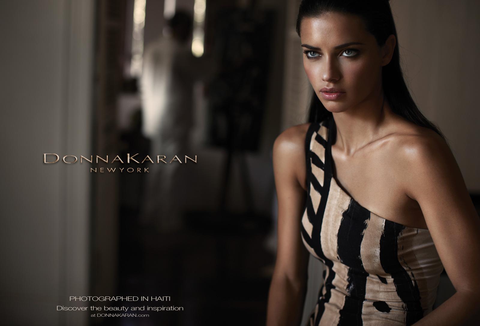 http://1.bp.blogspot.com/-U7DWpxm3YGk/TuwhUEH4XuI/AAAAAAAAIig/2bdZ9-SgRSk/s1600/Adriana-Lima-Donna-Karan-Spring-2012-01.jpg