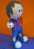 http://www.patronesfofuchas.org/2014/10/molde-fofucho-futbolista.html