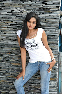 Vimala Raman – Latest Hot Pics