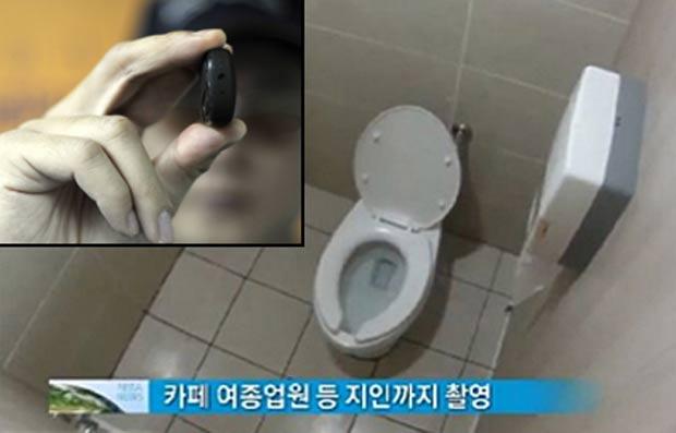 Homem Filma Mulheres Nuas No Banheiro Do Caf