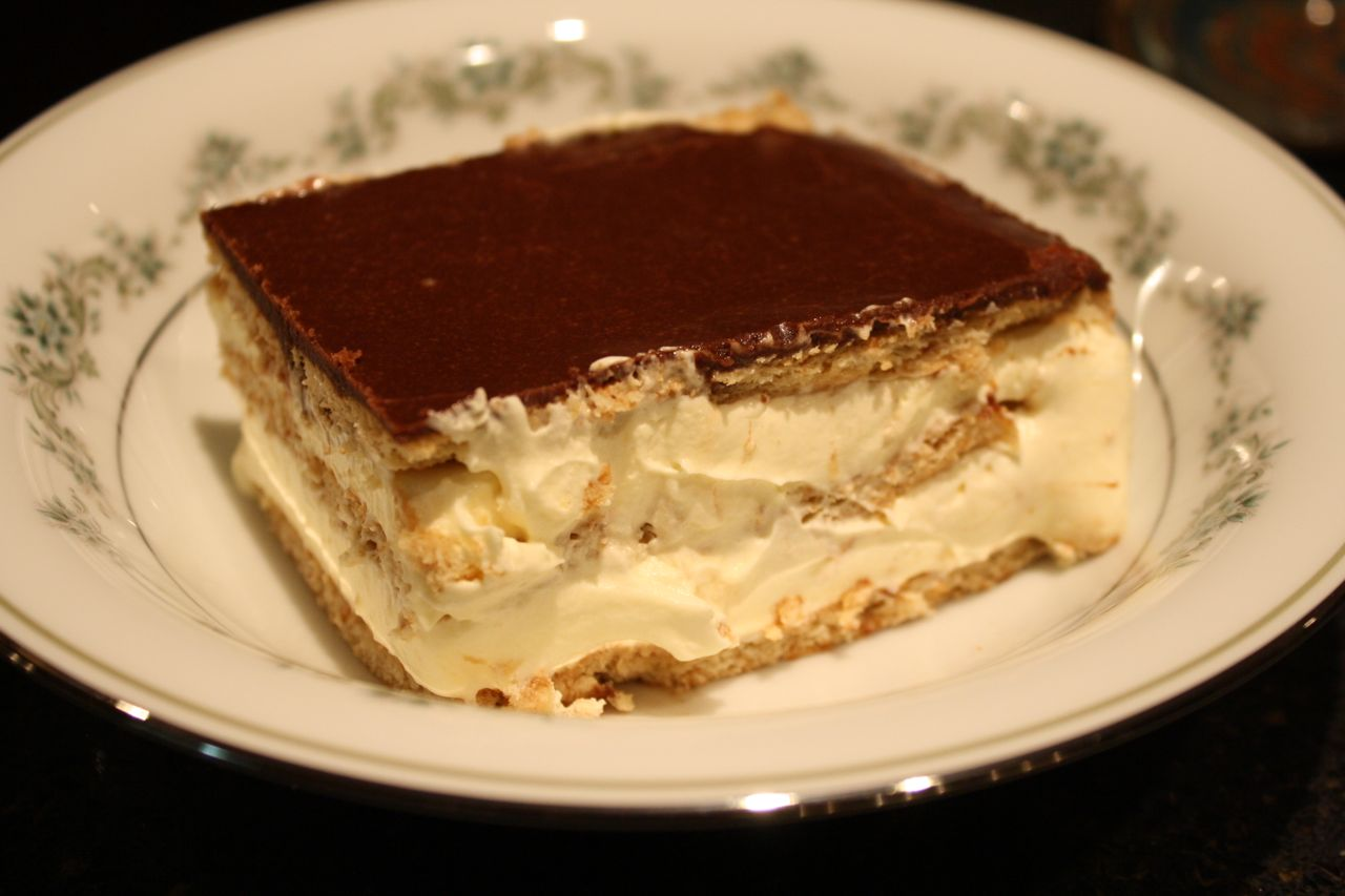 The Roediger House: Chocolate Eclair Cake
