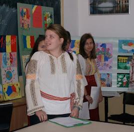 Eleva Diana Bâzgan (clasa a XII-a C), în timpul suţinerii proiectului...