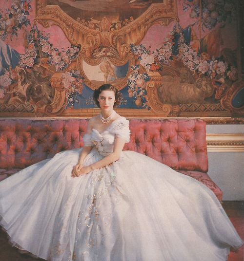 The Queens Inspirational Fashion History   Queen Elizabeth 2 Young