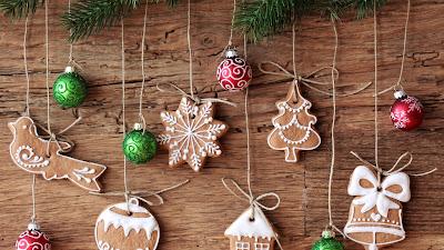 Fondo navideño con adornos de navidad
