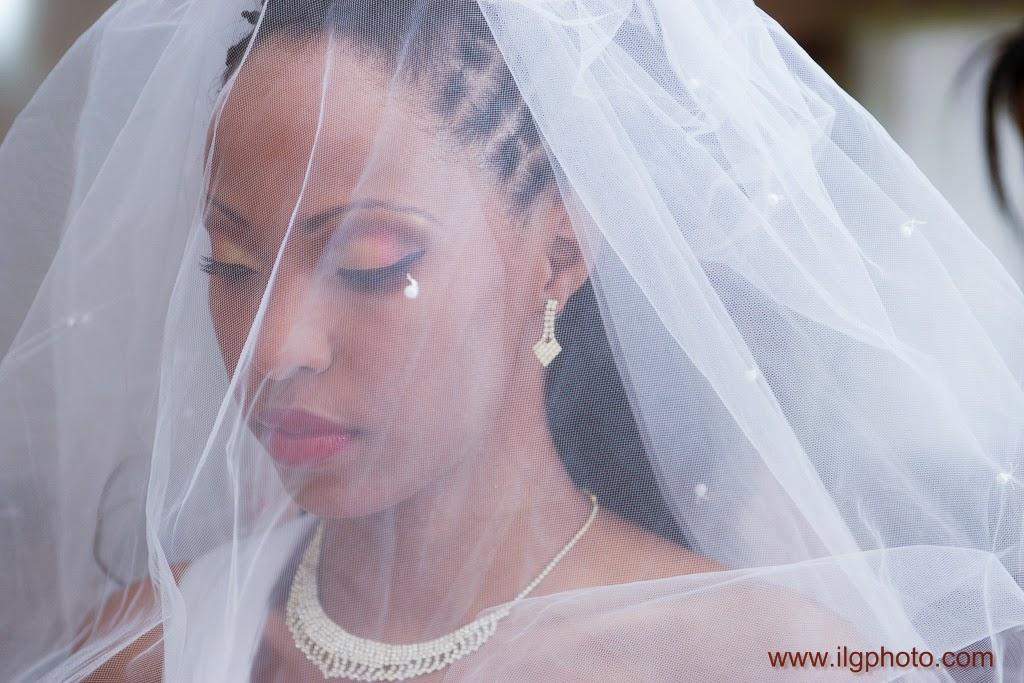 la mariée sous son voile