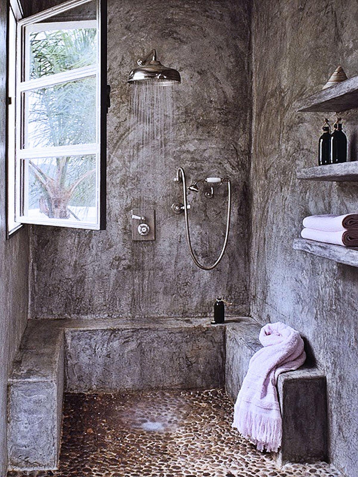 cemento grigio effetto spazzolato per il bagno