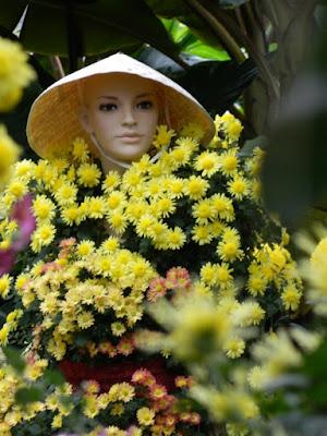 Allan Gardens Conservatory 2015 Chrysanthemum Show mannequin by garden muses-not another Toronto gardening blog