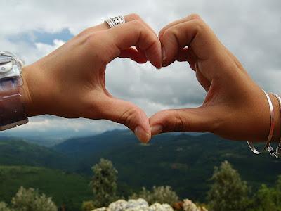 fotos de mano en corazon