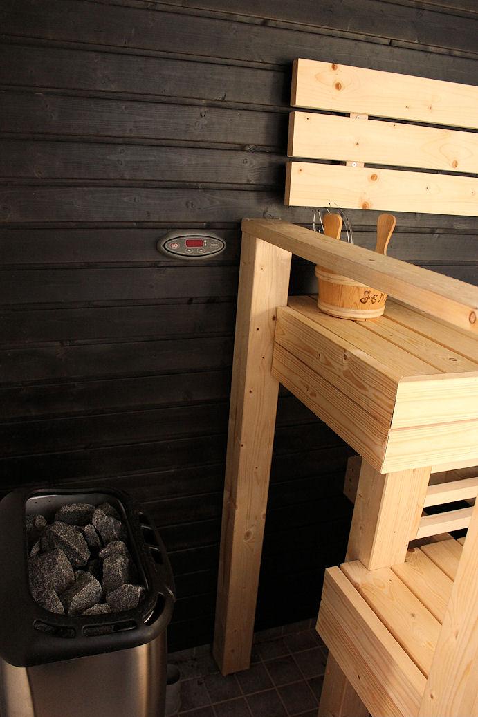 V A L K O H O P E A  Sauna ja Suihku 8e5e055ff6