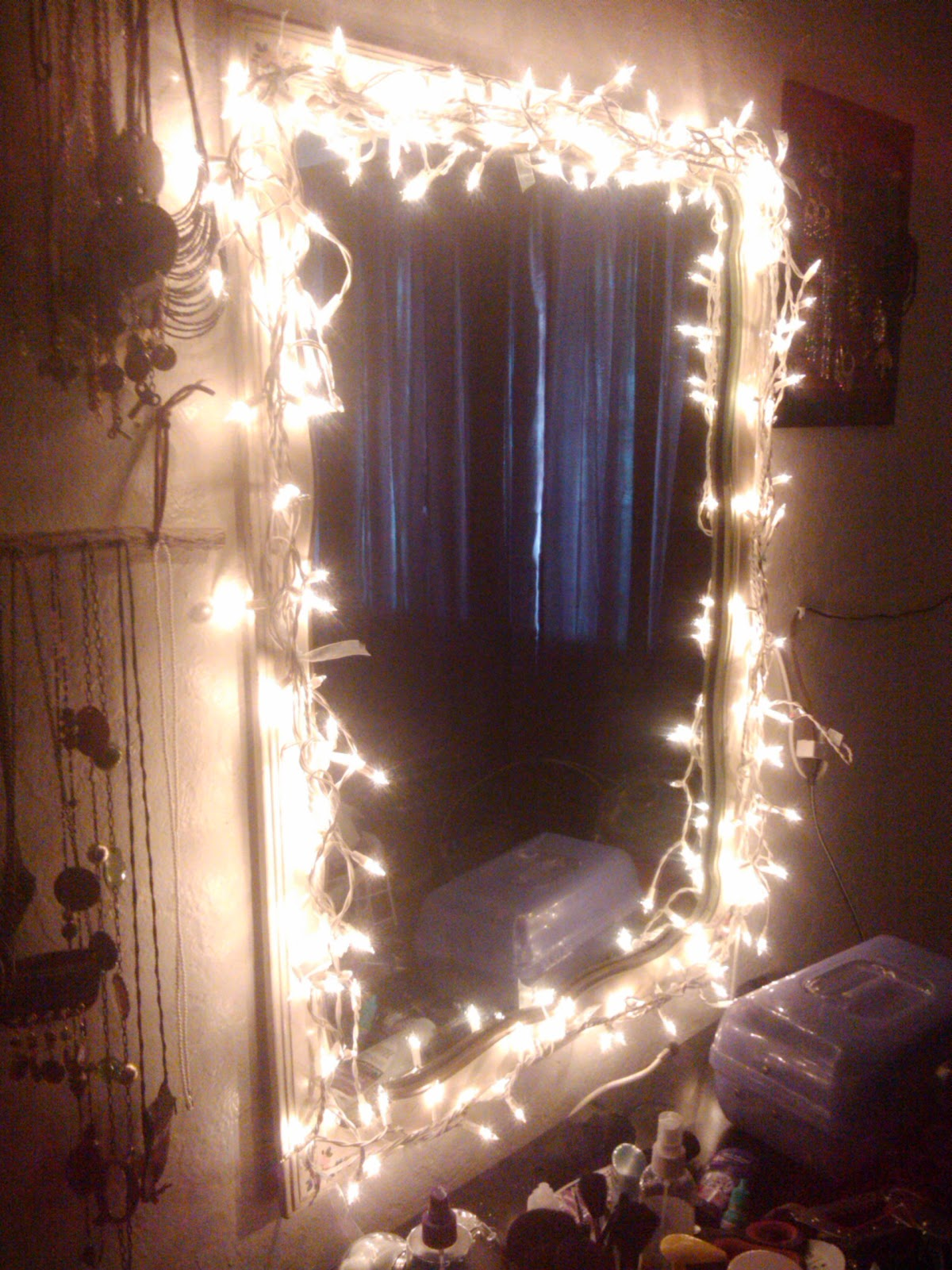 Homemade Vanity Mirror With Lights : Easy diy light up vanity mirror.