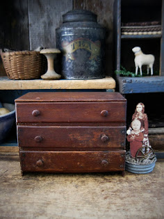 early little chest of drawers