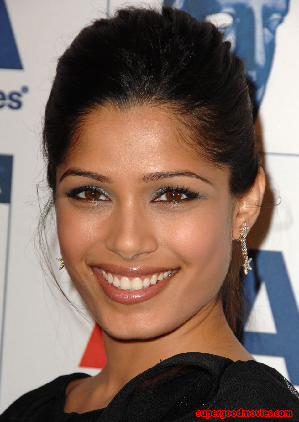 Freida Pinto hot Wallp...