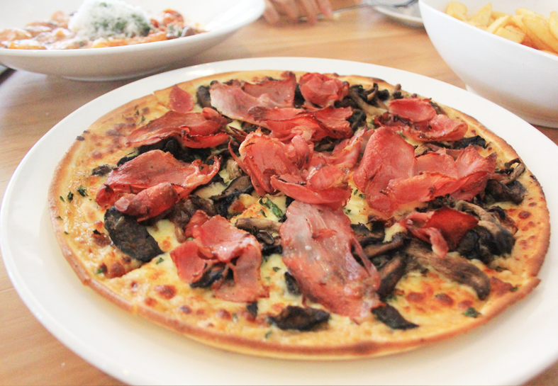 Free-range ham, roasted mushrooms with caramelised onions pizza (Republica at St Kilda)