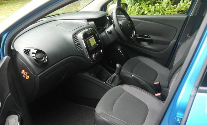 Renault Captur front interior