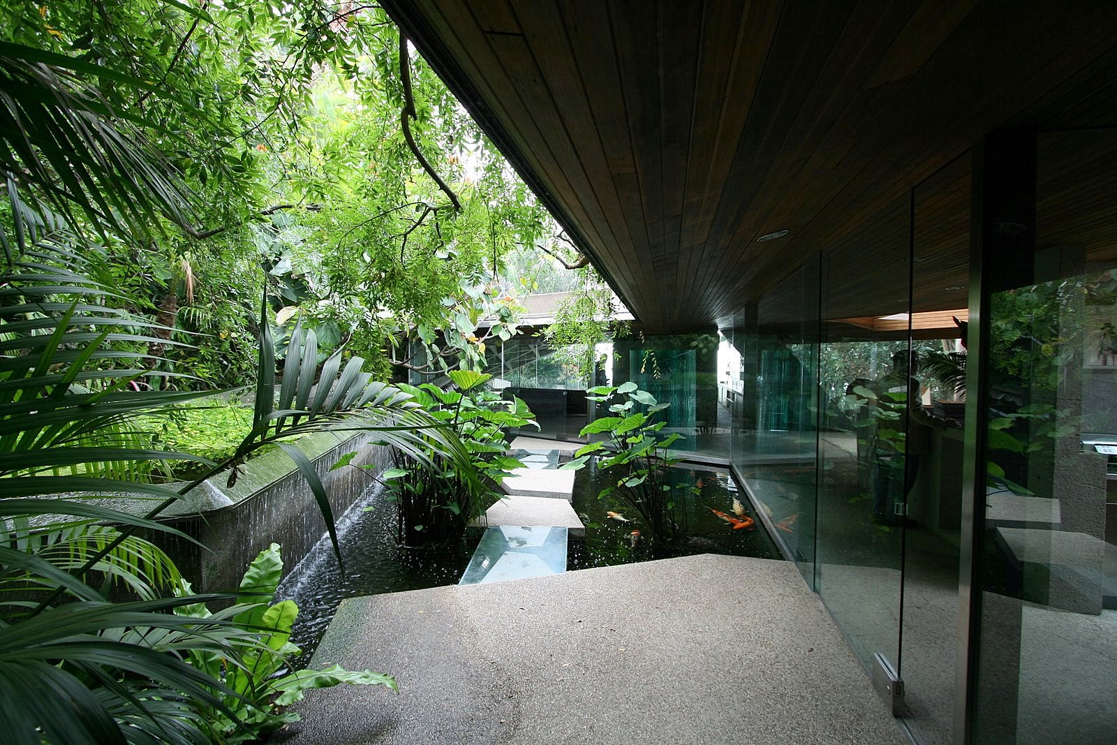 John lautner goldstein house modern design by for Modern koi pond design photos