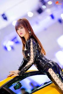 Hwang Mi Hee Seoul Motor Show 2013 1.jpg