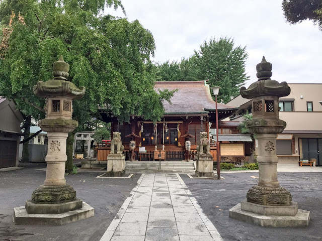 鎧神社,拝殿,石灯籠,狛犬〈著作権フリー無料画像〉Free Stock Photos