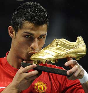 Cristiano Ronaldo won the Golden Boot with ManU