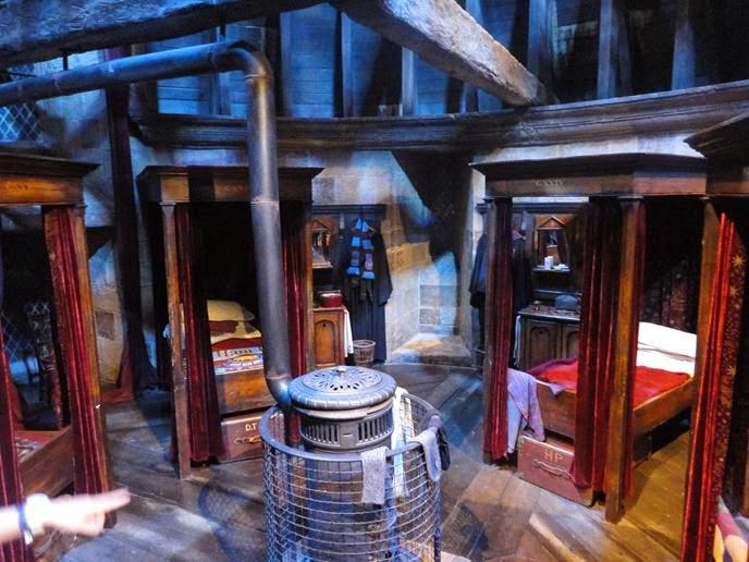 Dormitório da Grifinória - Visitando os Estúdios de Harry Potter em Londres