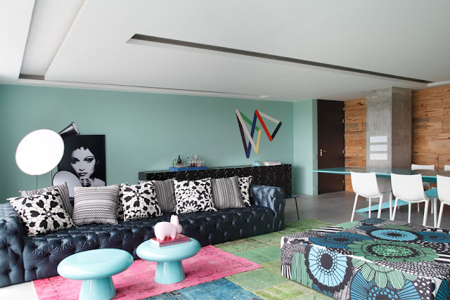 blog.oanasinga.com-interior-design-photos-blue-living-room-bold-pattern-mix-william-torres-brazil-2