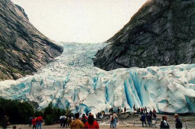 5 Keajaiban Alam Paling Menakjubkan di Dunia Es