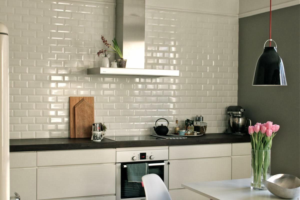 Hvite høyglans fliser kjøkken