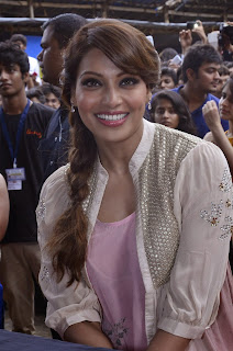 Bollywood Actress Bipasha Basu at Pictures Mithibai College Fest Promotes Creature 3D  (12)