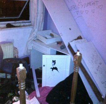 Rumah hancur lebur