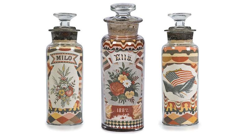 Arte con arenas de colores embotellada de 140 años de antigüedad, unidas sin pegamento