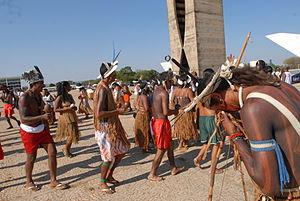 Pataxós-hã-hã-hães em Brasília durante julgamento pelo STF da nulidade dos títulos da fazenda na terra indígena Caramuru-Paraguaçu