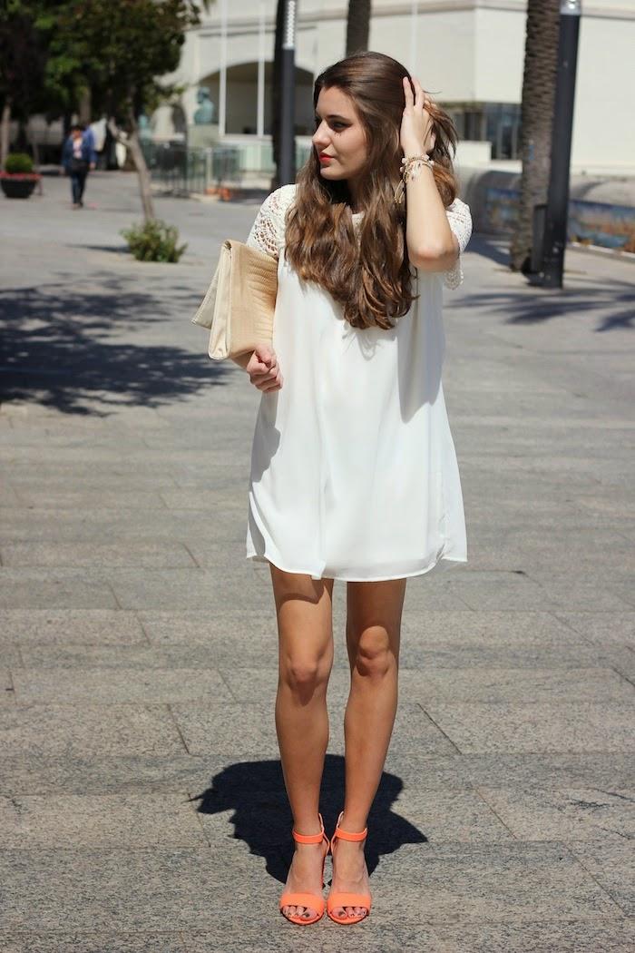 comunión_bautizo_look_outfit_vestido_encaje_beige_blanco_nude_compañía_fantastica_sandalias_sandals_fluor_neon_naranja_pull&bear_angicupcakes02