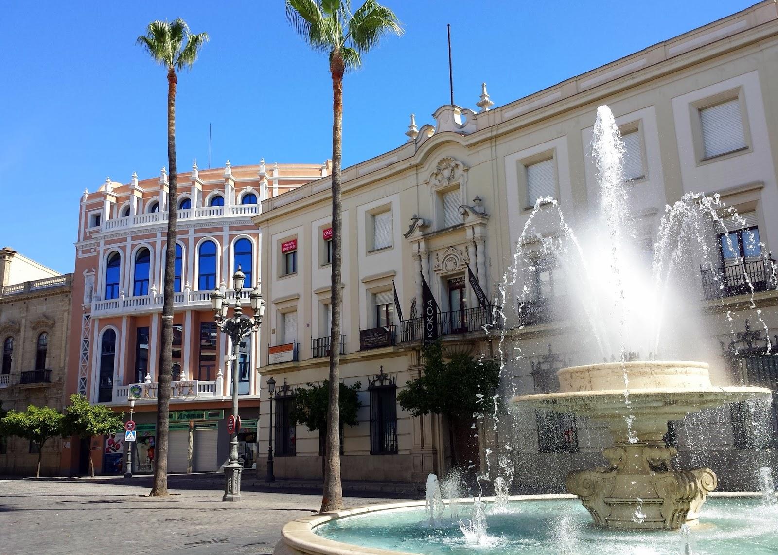 Jerez fountain  |  Postcard from Andalucía: Jerez + Carmona  on afeathery*nest  |  http://afeatherynest.com