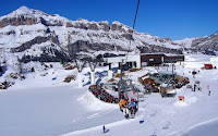 Arabba - medzistanica Pescoi v pozadí Gruppo Sella