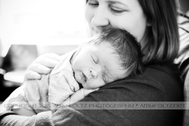 lifestyle photo of newborn and mommy