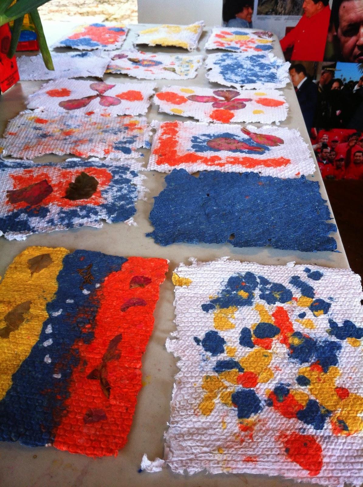 Papeles reciclados hechos por los niños