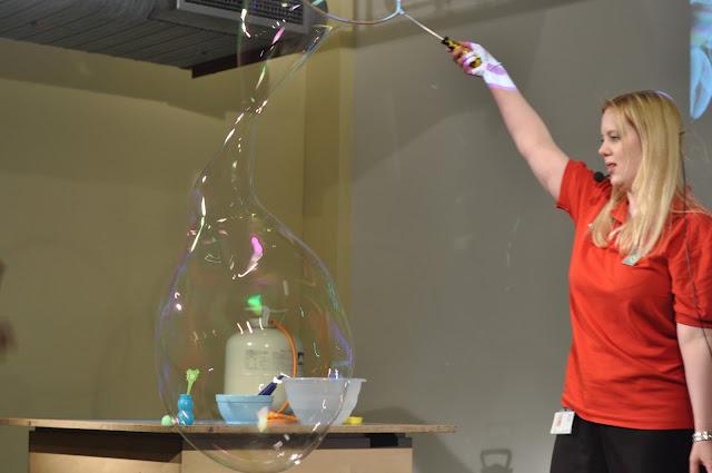 London Science Museum bubble show