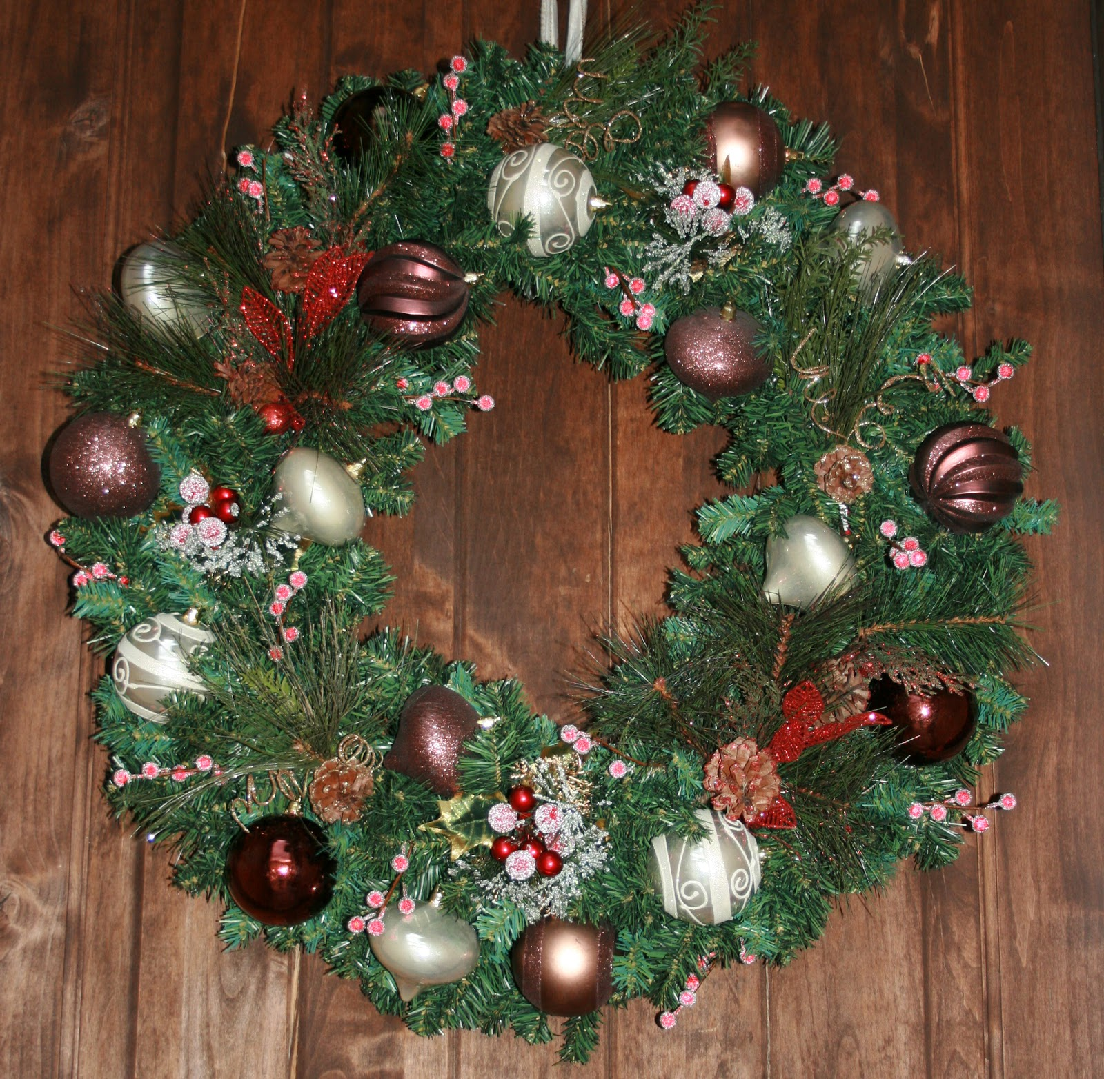 do it yourself christmas holiday wreath craft. Black Bedroom Furniture Sets. Home Design Ideas