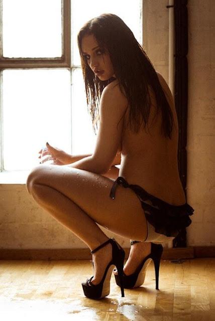 Kitty Lea Topless