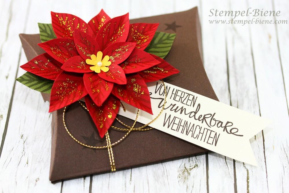stempel biene weihnachtliche pillowbox mit festlicher bl te. Black Bedroom Furniture Sets. Home Design Ideas