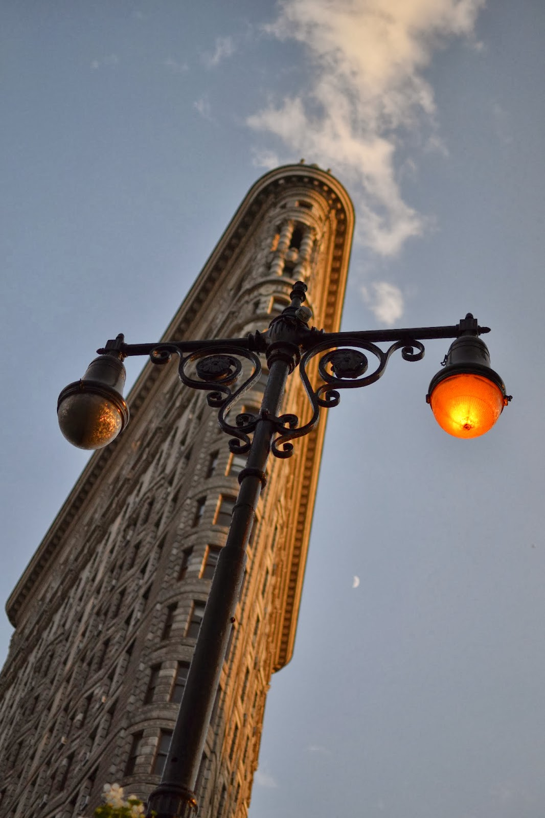 flatiron, building, district, lights, angle, NYC, New York, 10 free things to do, free things to do in NYC, travel, New York, explore, adventures, photography, usa, tourism, tourists,