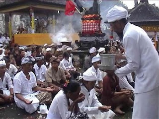Hindu ceremony in Pura Lempuyang, ritual in Bali